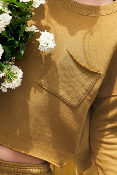 [여성] 포켓 워시드 라운드넥 크롭 티셔츠