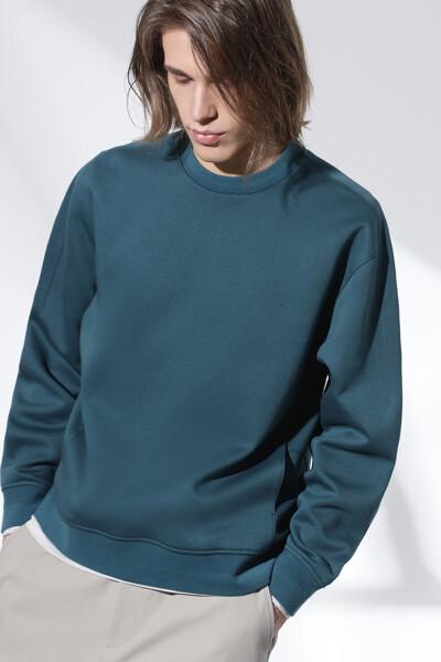 라인 디테일 스웨트셔츠