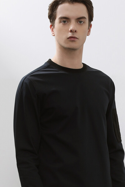 [남성] 면혼방 배색 패치 라운드넥 티셔츠