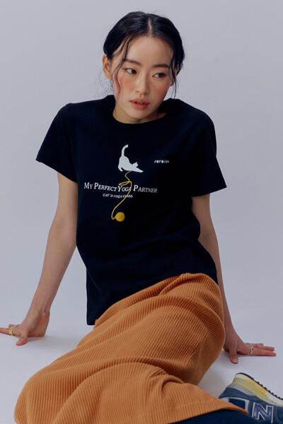 캣츠 요가 클래스 프린트 티셔츠