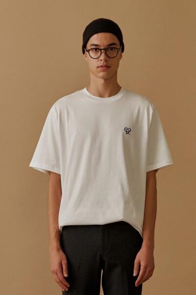[RAUM MEN] 화이트 로고 자수 반팔 티셔츠 (ROTS0F672WT)
