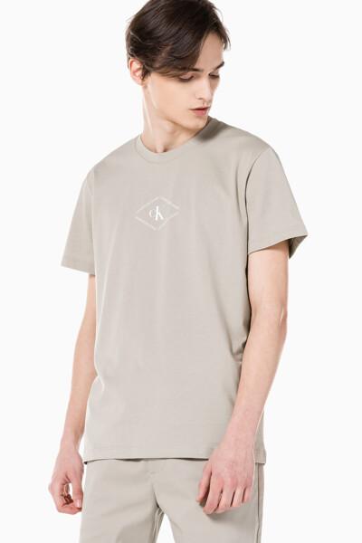 남성 레귤러핏 CK 모노트라이앵글 반팔 티셔츠 J318146-PED J318146PED