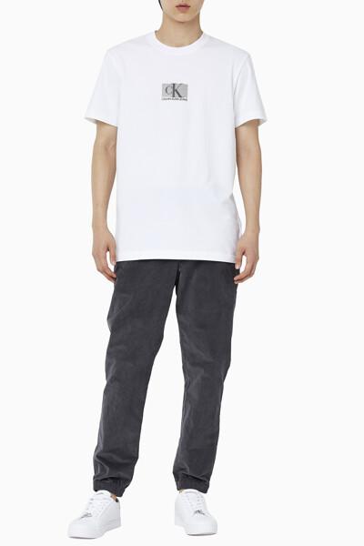 남성 CK 스몰 박스 로고 레귤러핏 반팔 티셔츠 J318201-YAF J318201YAF