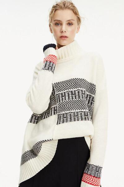 울혼방 패치워크 하이넥 스웨터