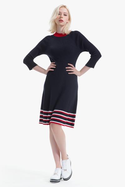 비스코스혼방 슬림핏 크루넥 스웨터 드레스