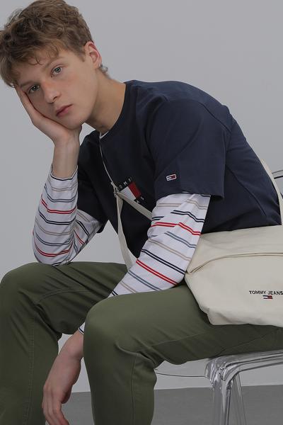 코튼 스탠다드핏 플래그 티셔츠