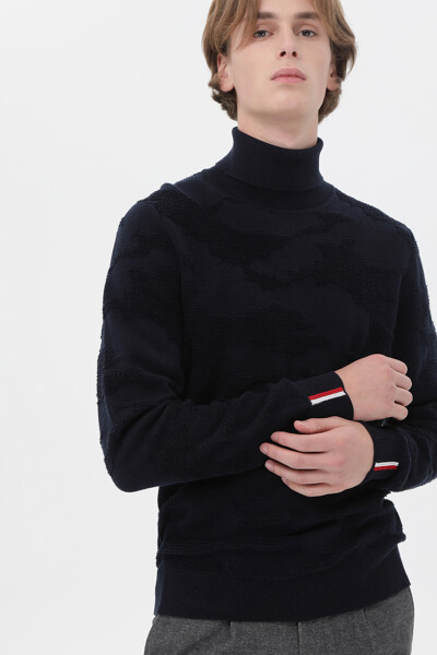 울혼방 카모 롤넥 스웨터