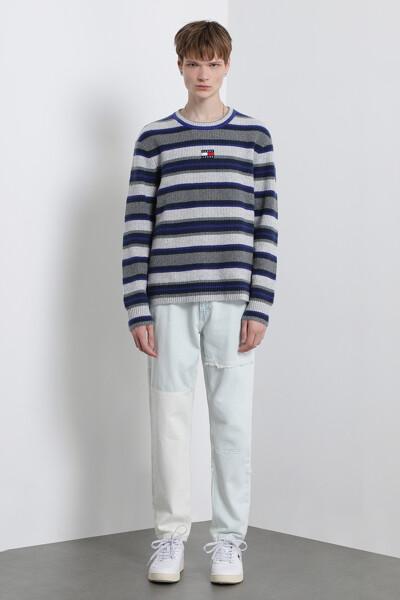 스트라이프 뱃지 스웨터