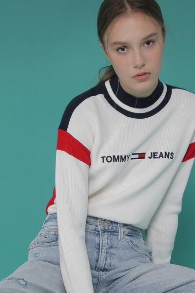 아크릴혼방 컬러블록 로고 크루넥 스웨터